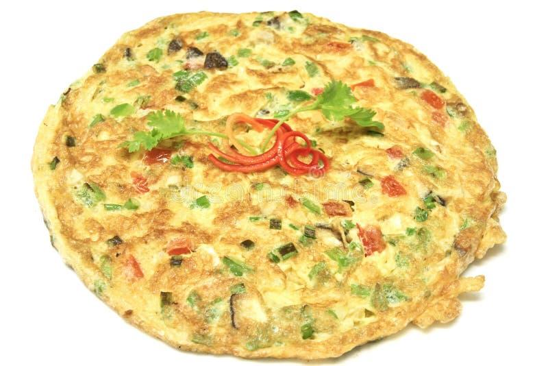 Omelette thaïe avec la tomate et l'oignon photos stock