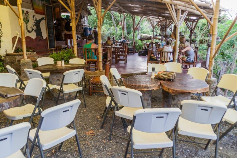 OMETEPE NICARAGUA - MAJ 4, 2016: Äta middag område av den organiska lantgården för El Zopilote på den Ometepe ön, Nicarag arkivfoton