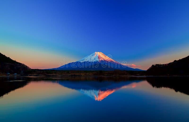 Omgekeerd beeld van Onderstel Fuji bij zonsopgang royalty-vrije stock foto