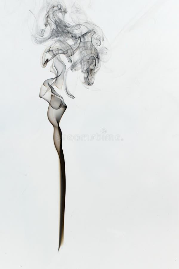 Omgekeerd Zwart rookcijfer aangaande witte achtergrond stock fotografie