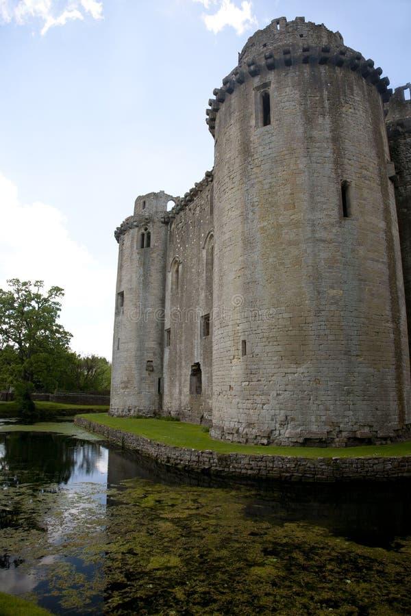 Omgiven med vallgrav slott, Nunney, Somerset royaltyfri foto