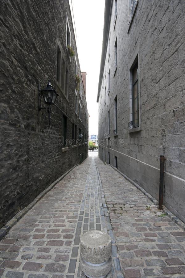 Download Omgivet arkivfoto. Bild av omgivet, vägg, väggar, narrow - 3549796