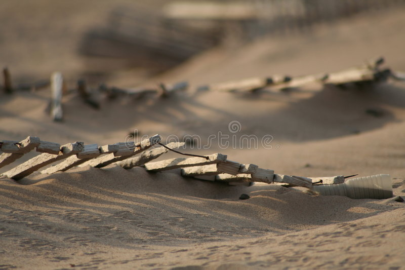 Omheining op duinen royalty-vrije stock afbeeldingen