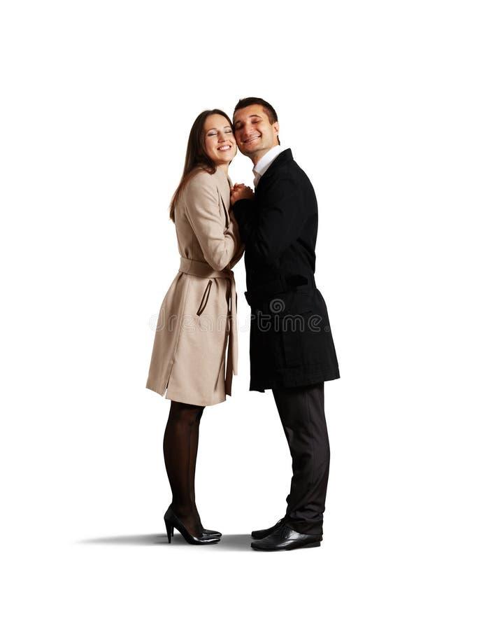 Omhelzend paar in geïsoleerde liefde royalty-vrije stock foto