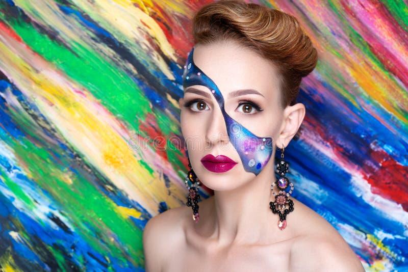 Omhoog maakt de vrouwen blauwe kunst royalty-vrije stock afbeelding