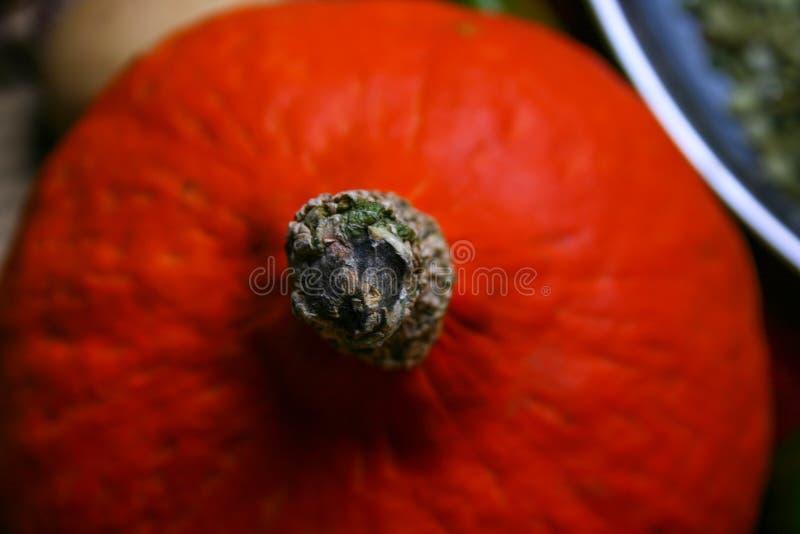 Omhoog sluit de kleine gele Pompoen van Halloween, hoogste mening, stock foto's