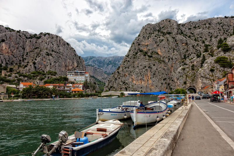 Omis, Kroatien stockfotos