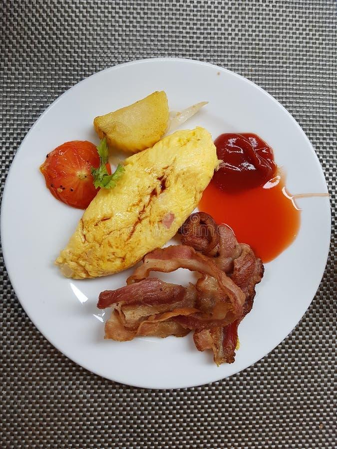 Omlet z bekonem zdjęcie stock