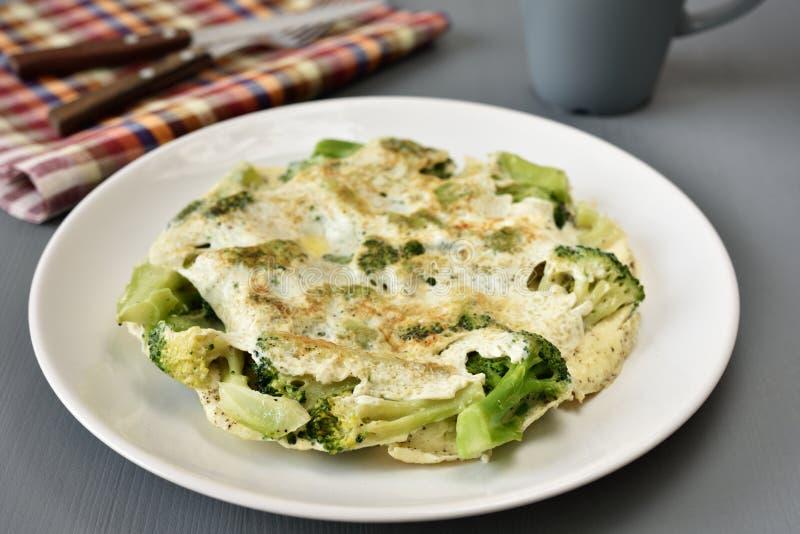 Omlet z brokułami zdjęcia royalty free