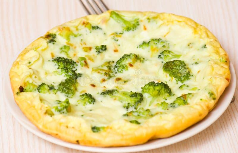 Omlet z serem i brokułami zdjęcia royalty free