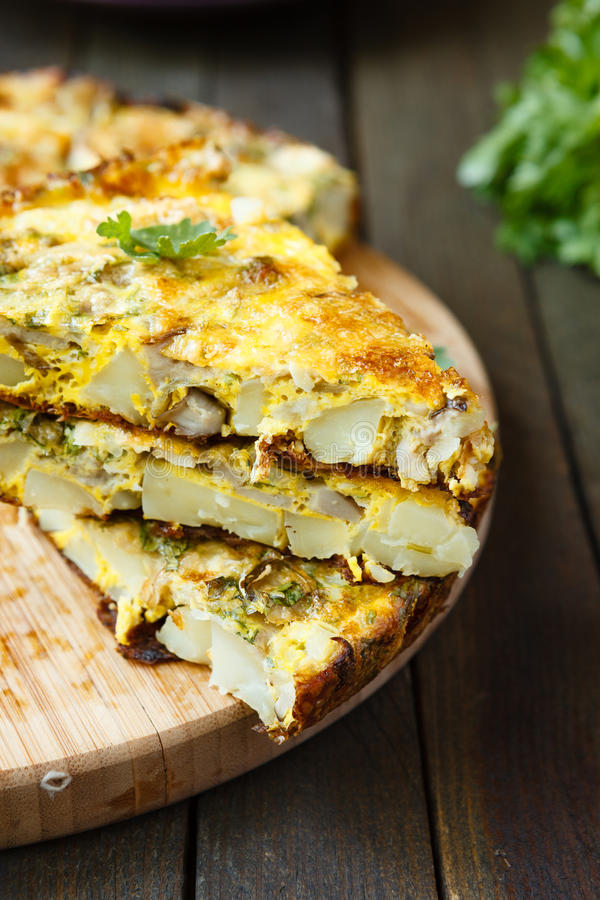 Omlet z warzywami i ziele obrazy stock