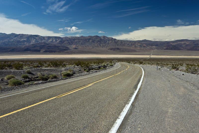 Omnibus à travers la vallée de Panamint dans Death Valley photographie stock