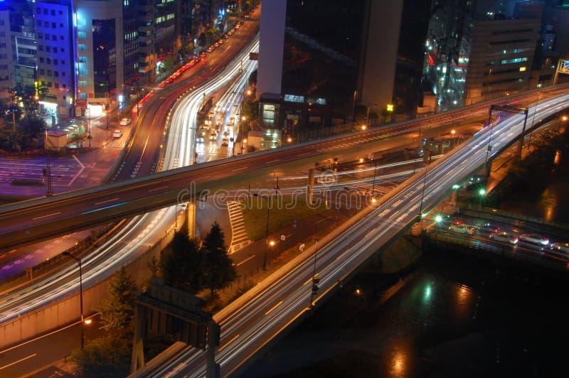 Omnibus de Tokyo par Night images libres de droits