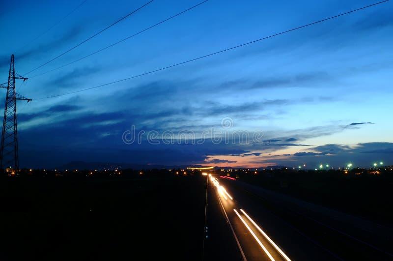 Omnibus la nuit images libres de droits
