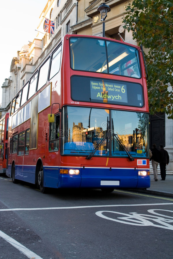 Omnibus moderno de Londres imagenes de archivo