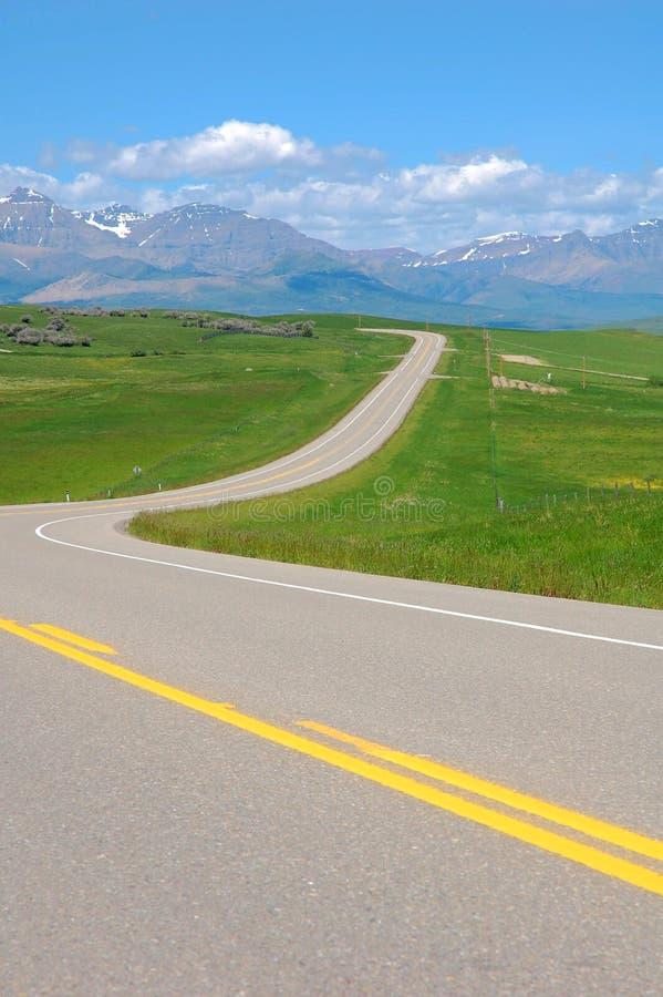 Omnibus par la prairie images stock