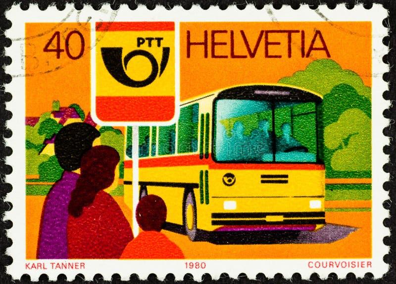 Omnibus postal mobile en Suisse image stock
