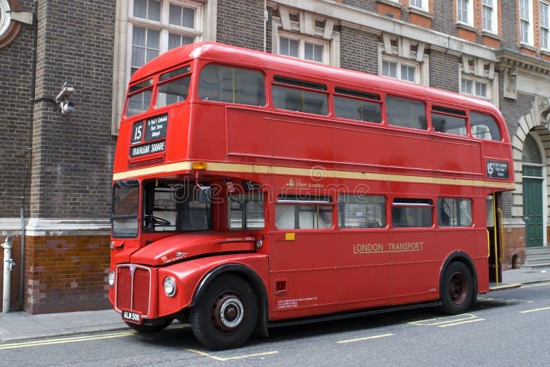 Omnibus rojo de Londres foto de archivo