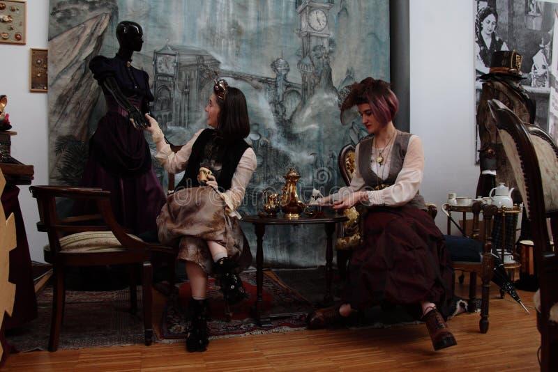 Område av oberoende tillverkare - den Steampunk designen - uttryck och tolkningar royaltyfria bilder