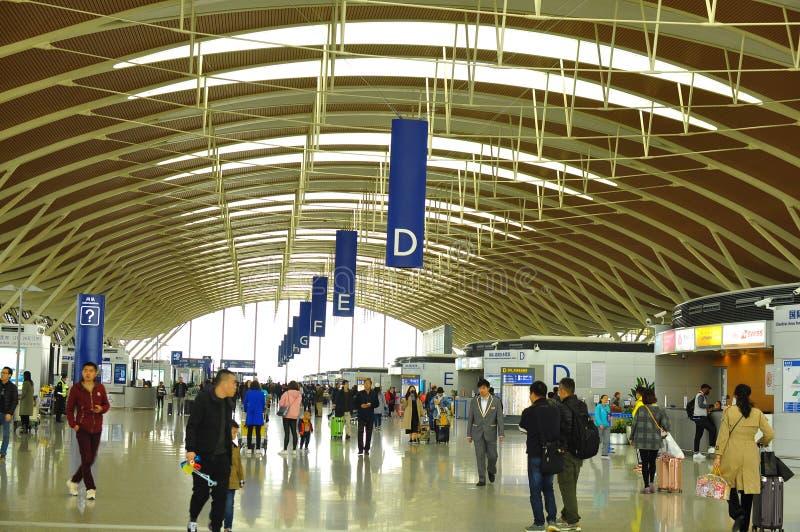 Område av terminal två av Pudong den internationella flygplatsen Shanghai royaltyfri foto