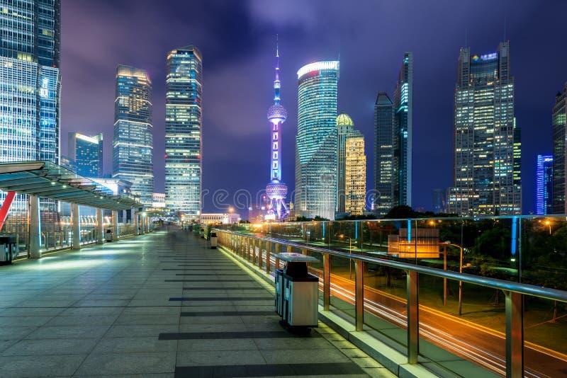 Område för Shanghai Lujiazui skyskrapafinans i Shanghai, Kina royaltyfri bild