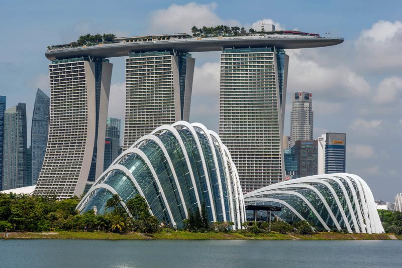 Område för Singapore horisontaffär, Marina Bay Sand och gummina royaltyfri bild