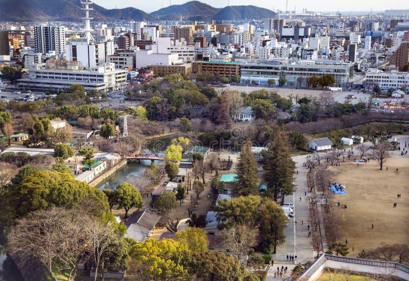 Områdessikt på en modern Iwakuni stad arkivbilder