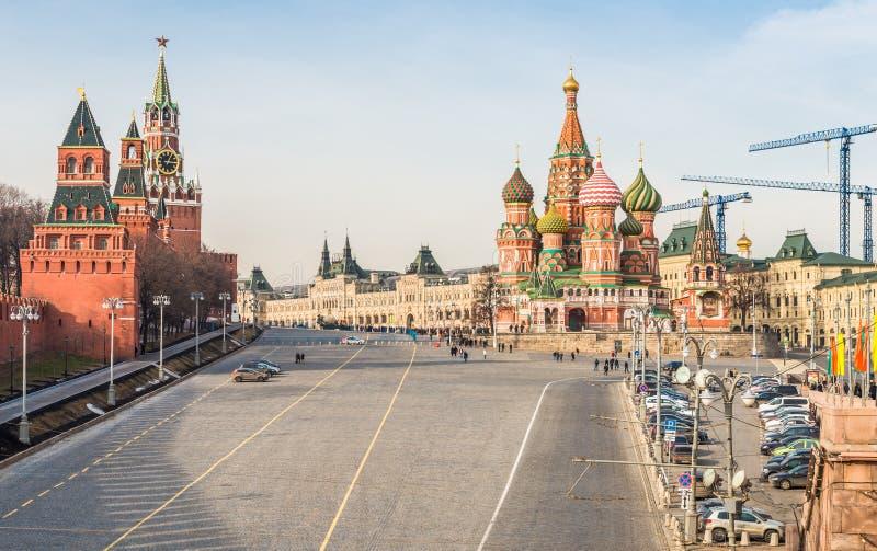 OmrådesVasilevsky nedstigning i Moskva royaltyfria bilder