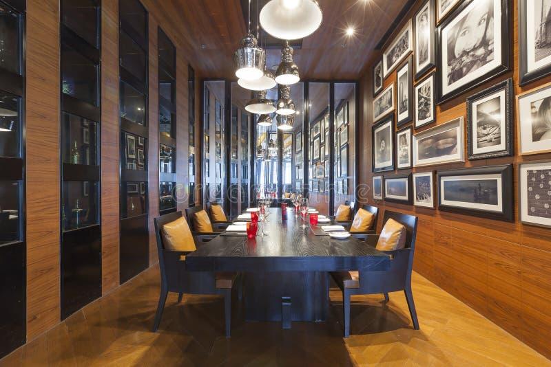 Områdesvinet shoppar och restaurangen på Bangkok Marriott hotell royaltyfri bild