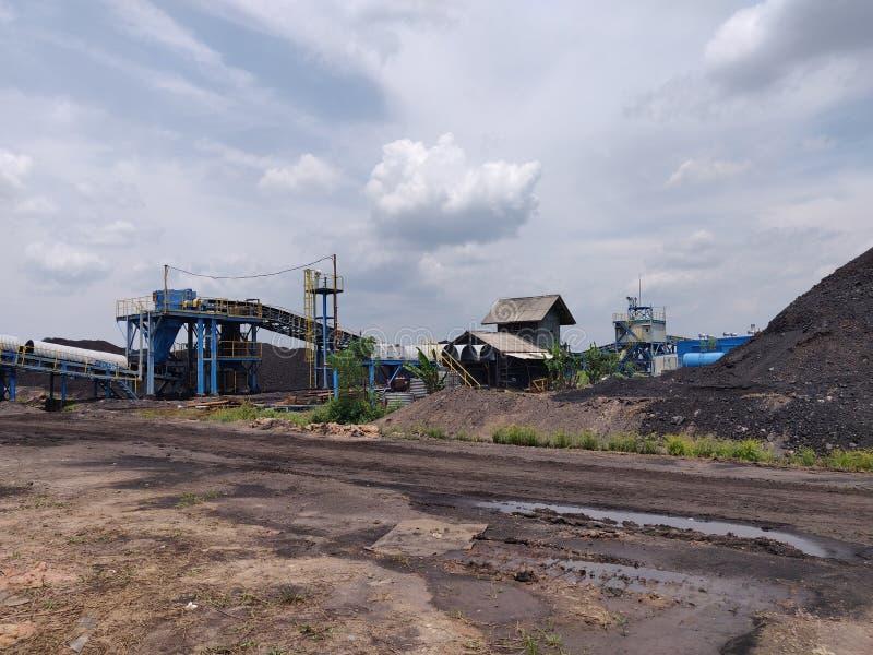 Området av lastförrådet i trevlig väderdag, kolförråd arkivbilder