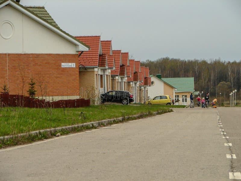 Området av nya ängar i staden av Medyn, Kaluga region i Ryssland fotografering för bildbyråer