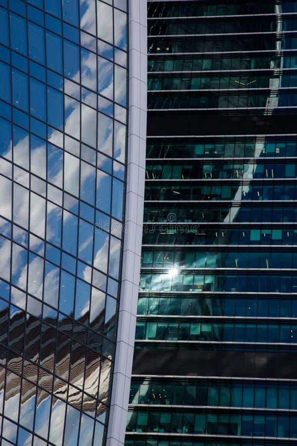 Omr?de av aff?rsmitt Glass skyskrapafasad teckning f?r bl? kompass f?r arkitekturbakgrund djup ?ver fotografering för bildbyråer