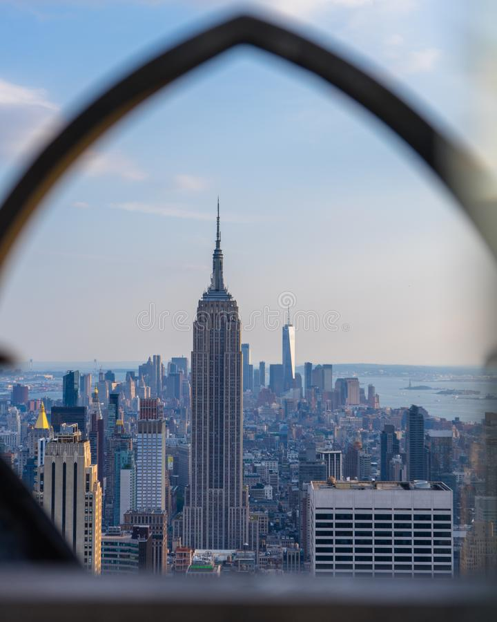 Omringd Empire State Building royalty-vrije stock afbeelding
