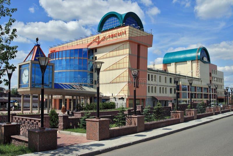 Omsk, construcción del teatro del estado de la marioneta, actor, arlequín de la máscara fotografía de archivo