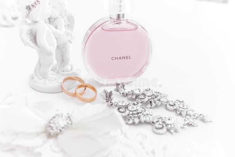 Omsk, Rusland - Juni 03, 2014: het parfum Chanel van de bruidochtend royalty-vrije stock afbeeldingen