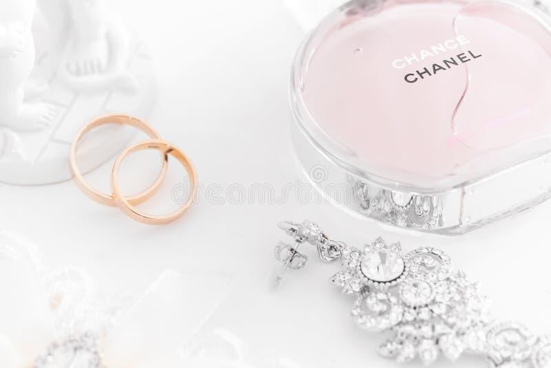 Omsk Ryssland - Juni 03, 2014: brudmorgondoft Chanel royaltyfria bilder