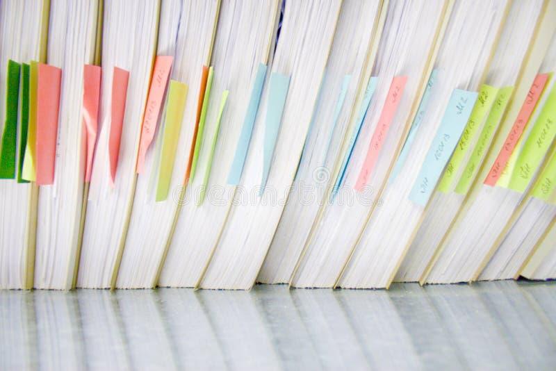 Omslagen in archief van verschillend document in archievensector stock afbeeldingen
