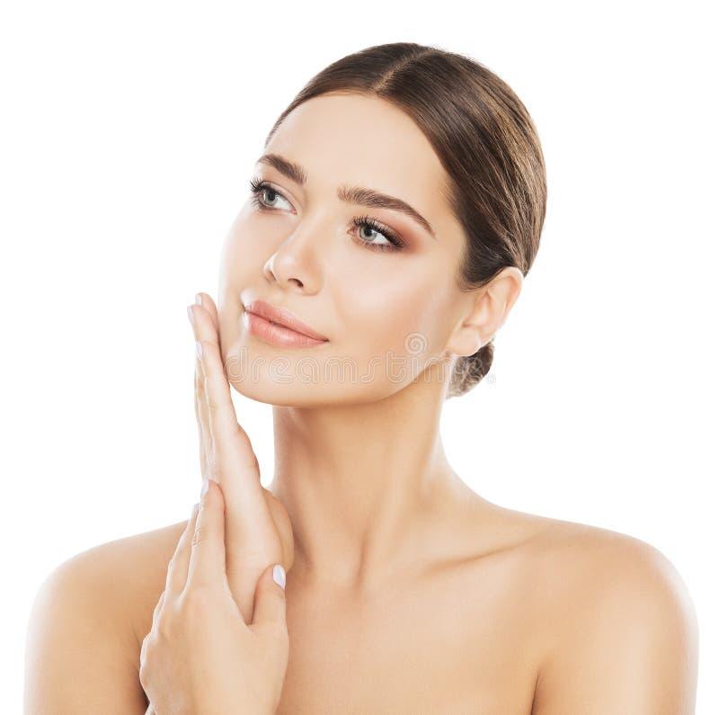 Omsorg för framsidaskönhethud, naturligt smink för kvinna, hand på kind royaltyfri bild
