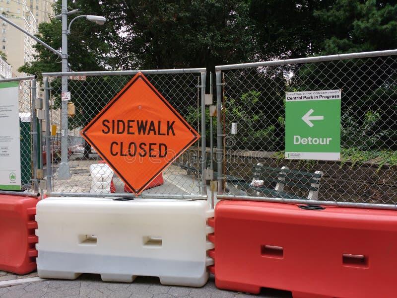 Omväg stängd trottoar, Central Park, NYC, NY, USA arkivbild
