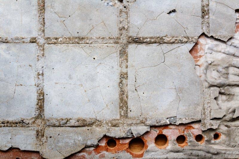 Omvänd sida av en gammal keramisk tegelplatta med bindemedel abstrakt bakgrund fotografering för bildbyråer