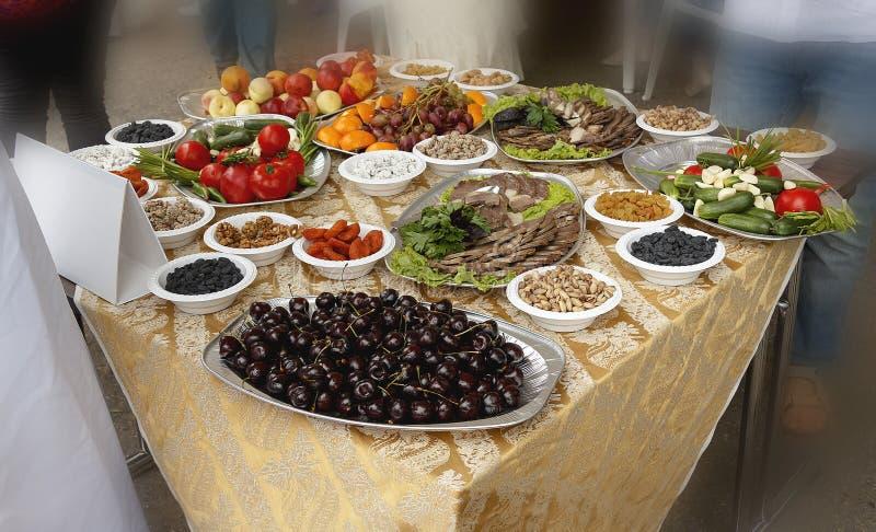 Omväxlande meny för picknicken arkivbild
