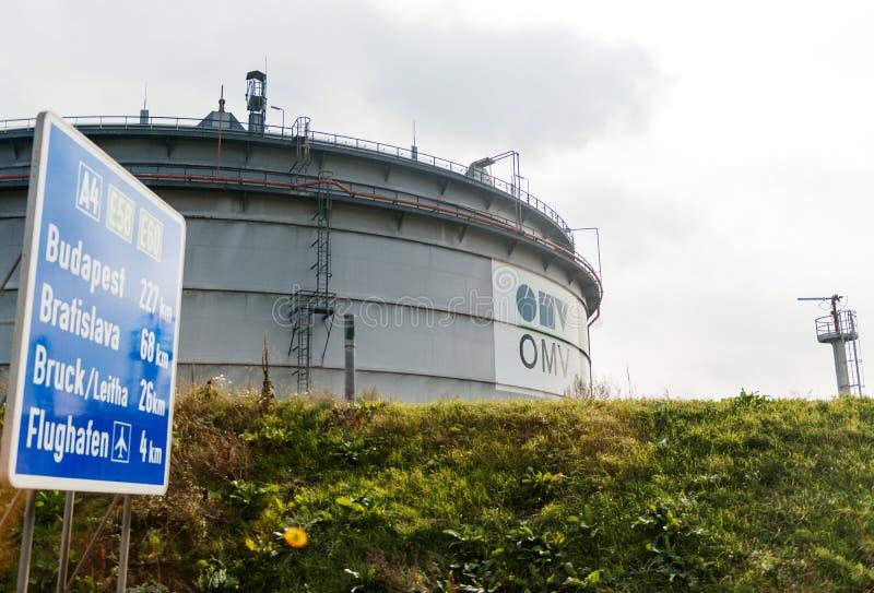 OMV大石油容器在维恩奥地利 免版税库存照片