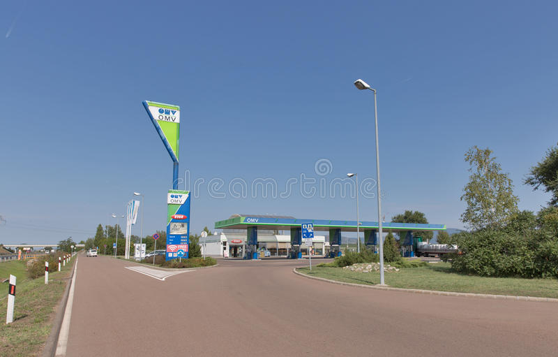 OMV-bensinbensinstation i Ungern arkivbild