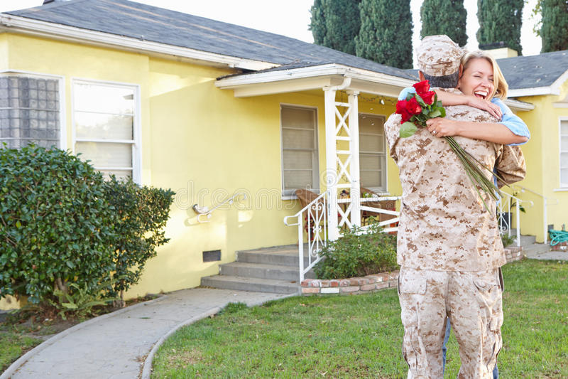 Żona męża Powitalny dom Na wojsko urlopie obrazy royalty free