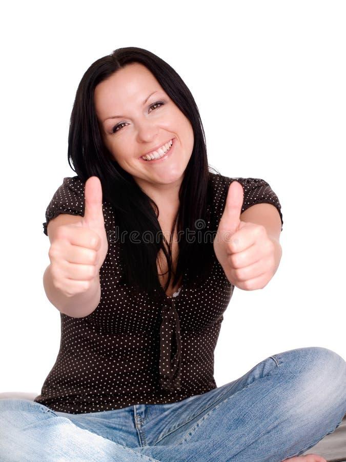 ona nad uśmiechniętym kciukiem w górę kobiety zdjęcie stock