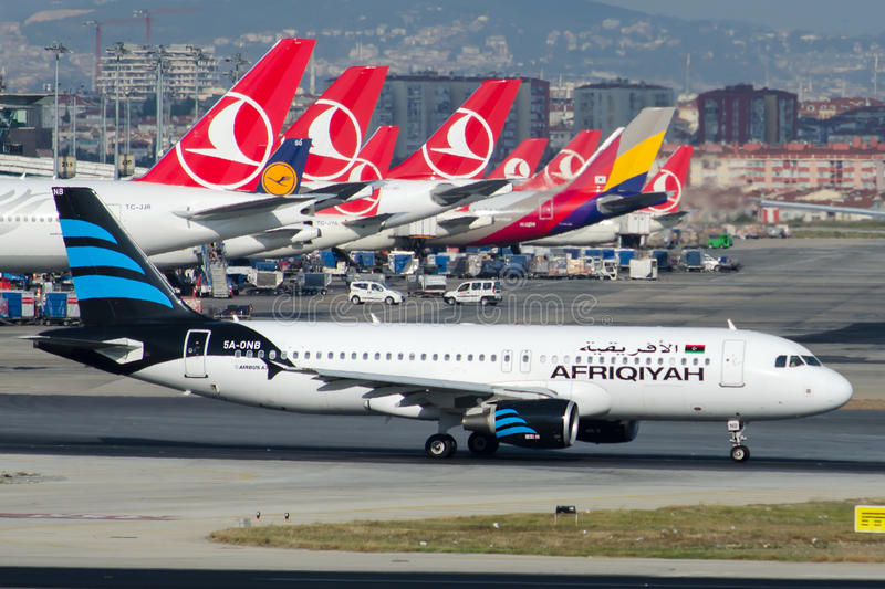 5a-ONB Afriqiyah Airways-Luchtbus A320-214 royalty-vrije stock foto