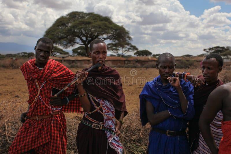 Onbekend dorp dichtbij Amboselli-park, Kenia - April 02, 2015: Unk royalty-vrije stock fotografie