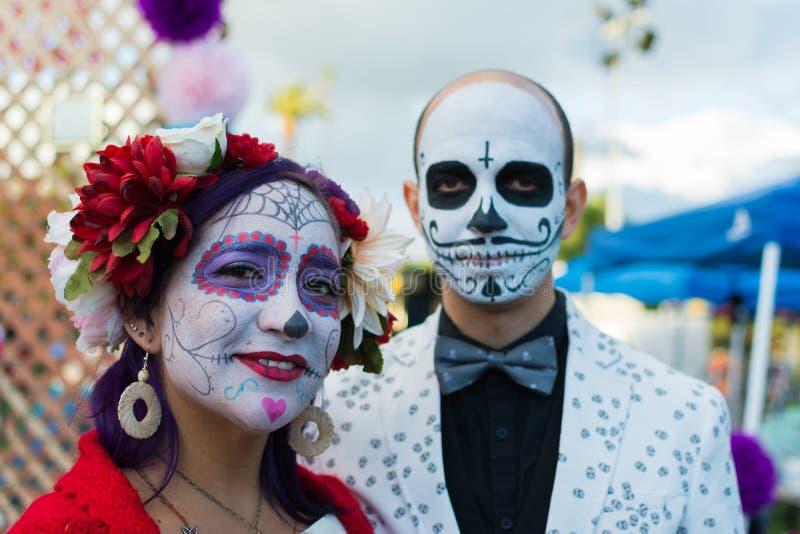 Onbekende mensen bij de 15de jaarlijkse Dag het Dode Festival stock fotografie