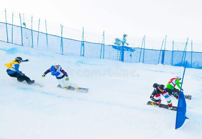 Download Onbekende snowboarders redactionele afbeelding. Afbeelding bestaande uit competition - 39107605