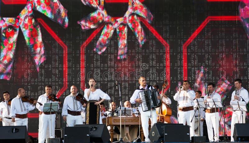 Oncert di musica folk moldava, artisti del ¡ di Ð in costumi nazionali fotografia stock